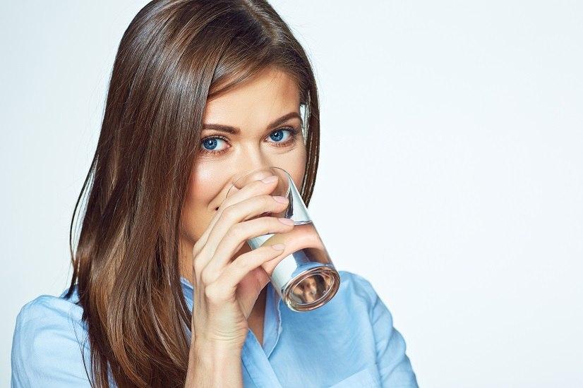 Chi non beve la giusta quantità d'acqua, molto probabilmente, nel tempo, potrà riscontare alcuni degli 8 tipici sintomi della disidratazione.