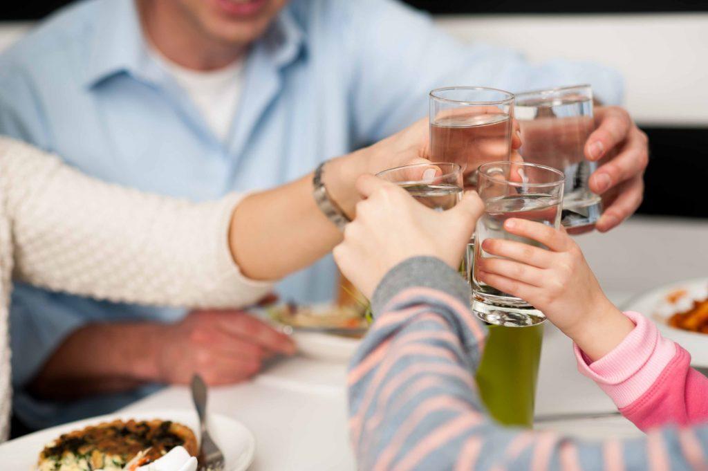 acqua-bere-famiglia