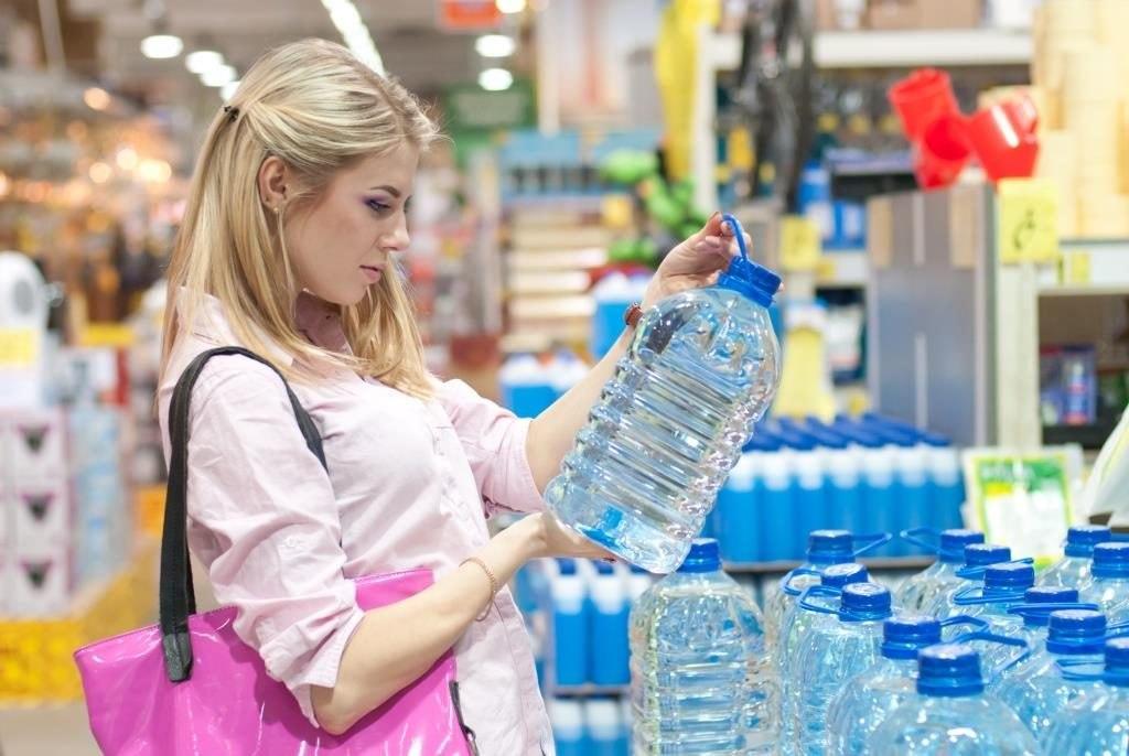 acqua-bottiglia-plastica-supermercato